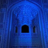 妖しく light up された≪金曜モスク≫