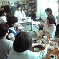 6/26:支援の輪学習会で、命の電話・教育相談員の斉藤昌子さんがお話、17人が参加しました。