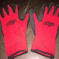 赤い手袋のお忘れ物