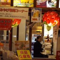 四五六菜館の売店横の小スペース。「焼き小籠包専門店」。