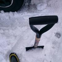 防寒ブーツ履いて駐車場の雪かき