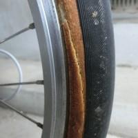 自転車タイヤひび割れ
