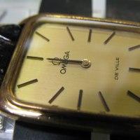 オメガ婦人物の手巻き時計とレビュートーメン自動巻き時計を分解掃除です。