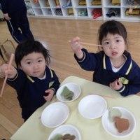 ぴんく 2歳児 お箸練習☆戸外遊び