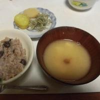 最近、次男坊と一緒に玄米ご飯を食べます。