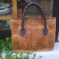 手縫いのハンドバッグ