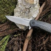 山にナイフ