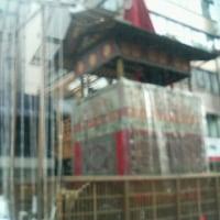 祇園祭の鉾が経ちはじめ…