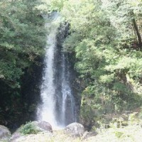 岐阜県瑞浪市釜戸町にある竜吟の滝に、短時間だけ立ち寄りました