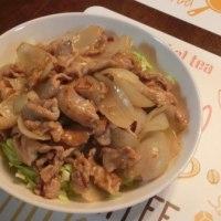 スズキ刺身&豚肉と玉ネギの甘辛炒め&ポテサラ