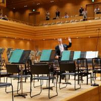 ノット・東響の武満「弦楽のためのレクイエム」・ドビュッシー「海」・ブラームス「交響曲1番」 充実の演奏会
