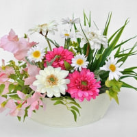 ギフト・プレゼントに最適な造花のガーベラ・スイトピーのアレンジメント