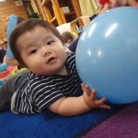 あか 0歳児 風船遊び