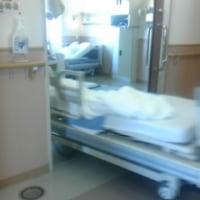 病室の白1色ぶりを考える