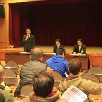 庁舎再編基本計画改訂を説明