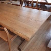 【お値打ち価格設定】一枚板テーブル&チェアーのセット。はぎテーブル&チェアー。店頭入れ替えの為。一枚板と木の家具の専門店エムズファニチャーです。