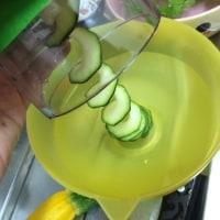 ズッキーニのカルパッチョと自家製バジルソース