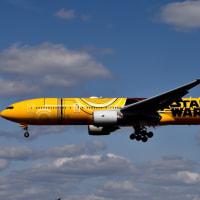 きたぞ〜 ❣️スターウォーズ 『C-3PO ANA JET』伊丹へ初飛来した❣️ ド派手な機体ですわ〜‼️