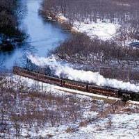 ◆冬の釧路観光を彩る[SL湿原号」&観光バスの湿原号」・・力強いSLの勇姿が湿原を走る。