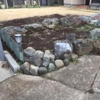 庭石を据え直します