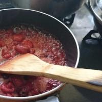 イチゴジャム作ってます。今日、来店したら…