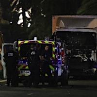 仏 チュニスでトラック暴走 80名死亡 !!