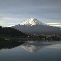 女子ジャンプ世界選手権始まる 快晴から曇り 低温から南風で夕方11℃へ 富士山は逆さ富士へ