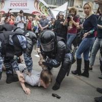 ロシア  広がる反汚職運動とプーチン大統領の高支持率 米世論鎮静化に配意するプーチン大統領
