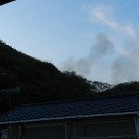 裏山の奥で火事!・・・煙がかなり出てましたが、2時間程で消火された様です