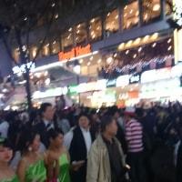 ハロウィンで渋谷は歩行者天国になりものすごい騒ぎでした(笑)