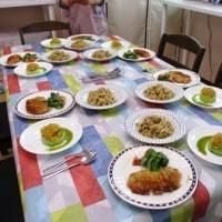 作ったお料理で楽しいランチタイム・・・ワイワイガヤガヤ。