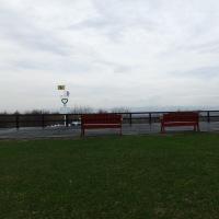 レクサンド記念公園のベンチに座り