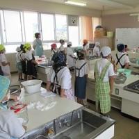 プール清掃・食育(うめジュースの授業)・町のお店屋さん
