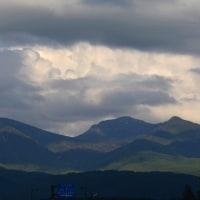 テンテコマイの一日の終わりは、八ヶ岳をボーッと見ながらあずきバーを食べる。