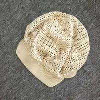 コットン糸のキャスケット帽