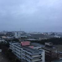 まだ雨が降っています。寒いです。