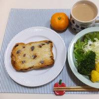 オレンジカリフラワーのサラダの朝ごはん