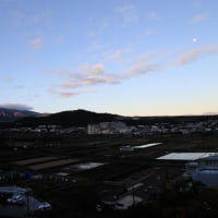 日の出頃 富士山 月