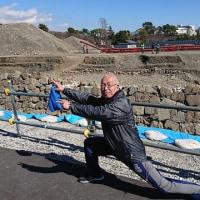 いよいよ来週は静岡マラソン!発掘された駿府城天守台前でレジェンドポーズ