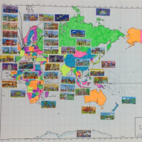 マーブルチョコレートのシールで作った世界地図