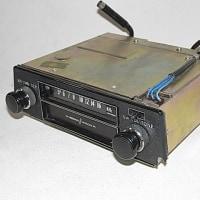 1973年のフェアレディーZ用、日立製カーラジオ