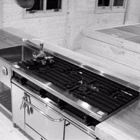 合板を使わないキッチン