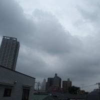 今朝(6月26日)の東京のお天気:曇り、6月(後半)の作品:寄り添う二人