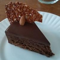 ここのケーキは、大人だけの秘密だよ