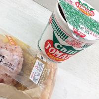 チリトマトヌードルとおむすび弁当を頂きました。 at セブンイレブン 横浜クロスゲート店