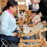 機織りを体験に来ました       竹島クラフトセンター
