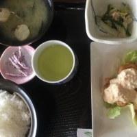 4月18日の日替り定食550円は チキン南蛮、宮崎風 です。