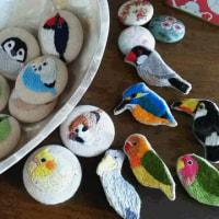 小鳥の刺繍ブローチ