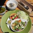 今週のマクロビオティックランチは「夏野菜と自家製厚揚げのバジル炒め」です!!