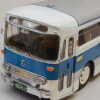 バスと乗用車が正面衝突 男性死亡